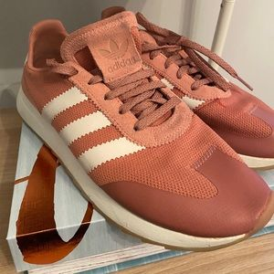 Adidas pink sneakers 👟